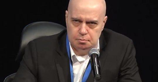 Слави скочи на Радев: Президентът много удобно влиза в битки, когато го касаят него