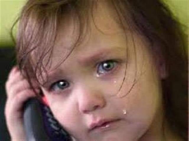 дете плаче