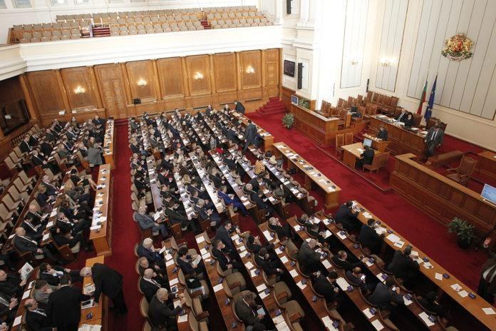 На крачка от бой в парламента: Патриотите обвиниха ГЕРБ в тайни договорки с ДПС