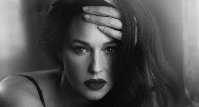 черно бяла снимка на жена