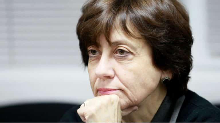 Ренета Инджова: Схватката между държавни и частни олигарси може да събори властта