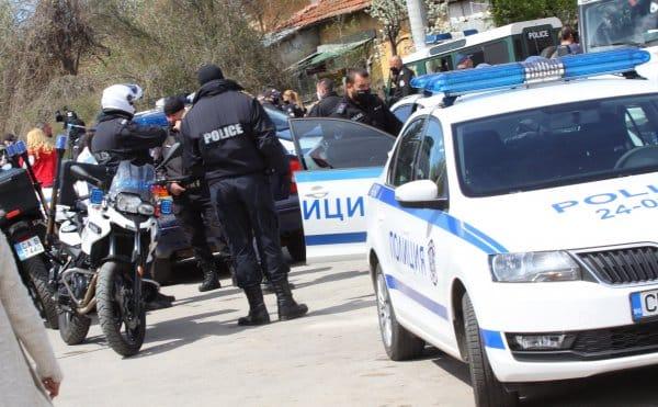 Бюджетът плаща 330 млн. лв. извънредно на полицаи и военни