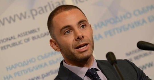 Александър Ненков: Властта не трябва да попада в  комплексиран човек като президента Радев