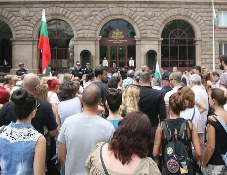 В 14.00! Народна съпротива пред входа на президентството