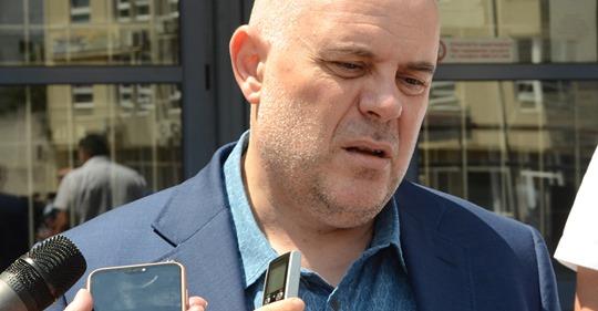 """Главният прокурор купува от """"Порше БГ"""" джипове и коли за близо 1 млн. лв. без ДДС"""
