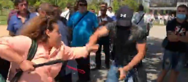 Брутална агресия на ГЕРБ срещу журналисти – чупят камери, хвърлят телефони /видео/