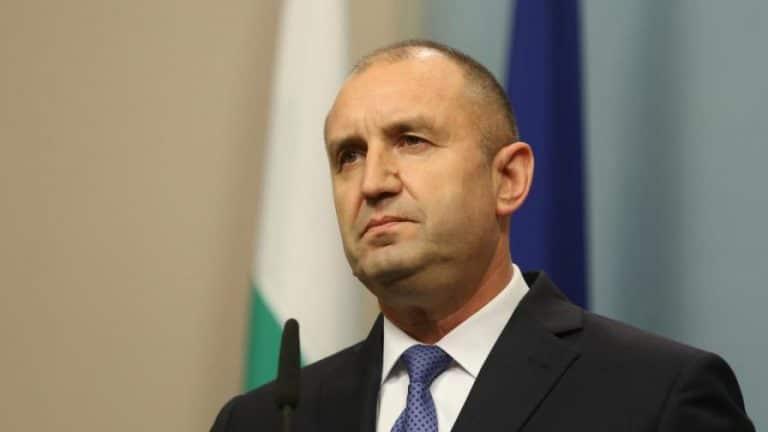 Радев: Изпълнителната власт въвлича силите на реда в конфликт с протестиращите