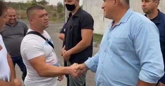 Борисов към младо момче: Ти си дърт вампир! ВИДЕО