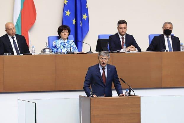 БСП и ДПС поискаха оставката на Караянчева! Едните заради призив към насилие, другите заради…член