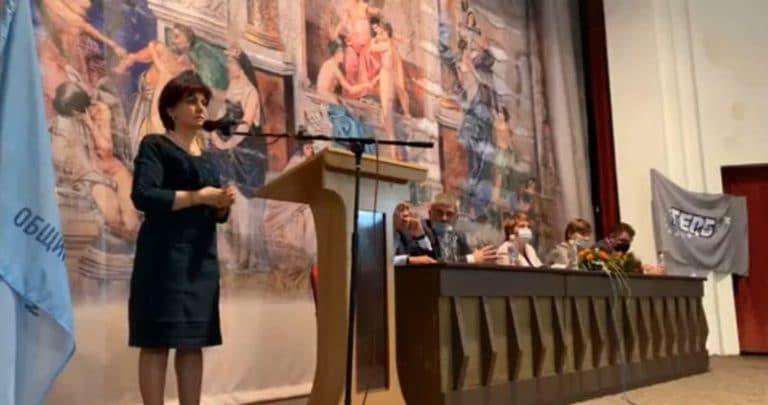 хОди пеша, бе: Караянчева към протестиращите(ВИДЕО)