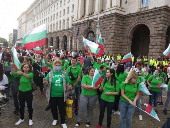 Държавата извади бухалка срещу Хиполенд – веригата, която подкрепи протеста (обновена)