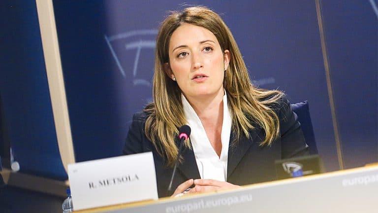 ГЕРБ си напазарува чужди евродепутати: Евродепутатка от ЕНП иска в резолюцията да пише, че Божков финансира протестите в България