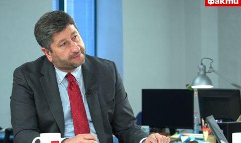Христо Иванов пред ФАКТИ: Борисов е патологичен лъжец, който трови българската свяст