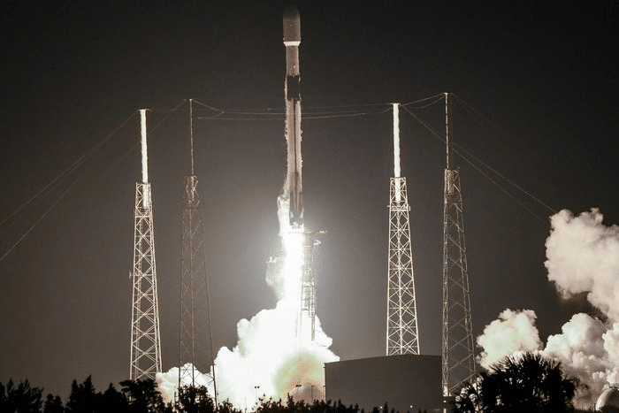 SpaceX изстреля ракета с 60 микросателита