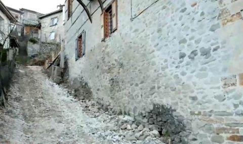 Изкопи подкопават основите на десетки къщи