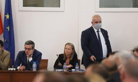 Ивайло Мирчев: От ГЕРБ се гърчат и квичат